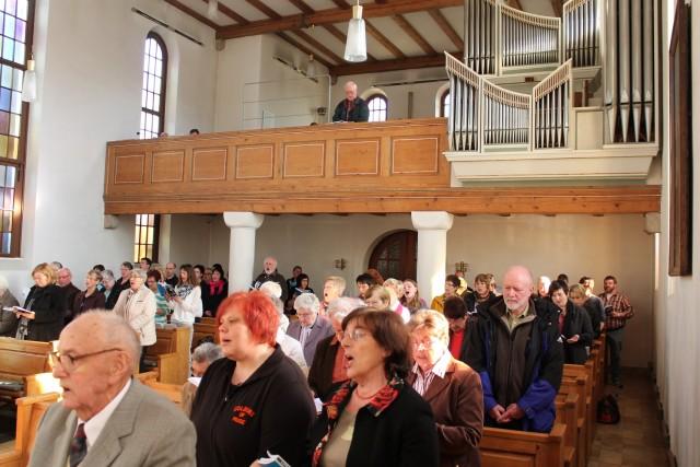 Die begeisterte Kirchengemeinde