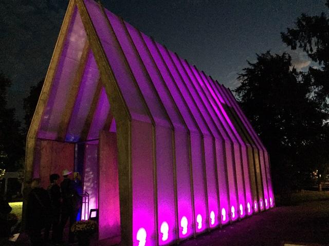 Die bunte 'Lichtkirche' als Symbol der Einheit