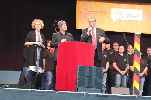 Die Pröpstin und Bischof Martin Hein sprechen über 25 Jahre geeintes Deutschland