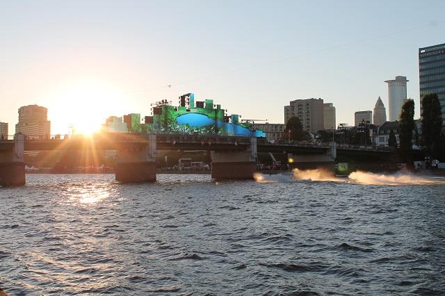 Große Licht- und Wassershow am Mainufer...